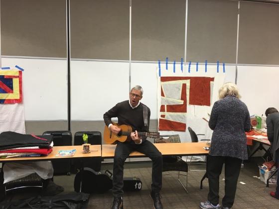Joe Cunningham mit Gitarre